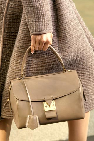 How To Choose The Right Handbag For Your Body Type?