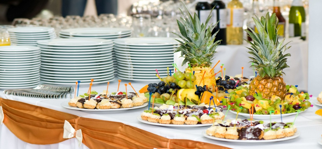 How To Decide If You Should Rent or Purchase Catering Supplies