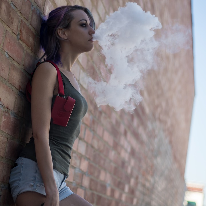 Hipster Trends: 4 Ways Vaping Is More Lit Than Smoking