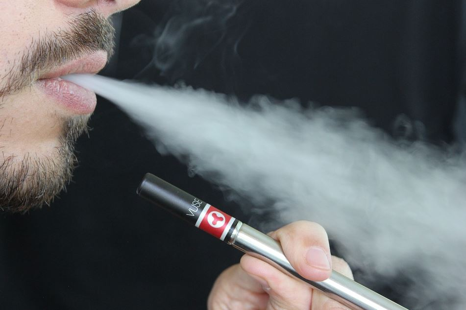 4 Reasons To Stop Smoking and Start Vaping Instead