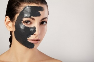 mask for face skin at home gelatin and activated charcoal